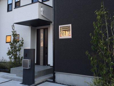 神戸で植栽を依頼するなら【拓己庭園】へ~玄関の植栽も対応~